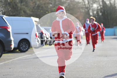 ROTAR-19-SantaFunRun-FINISH-31