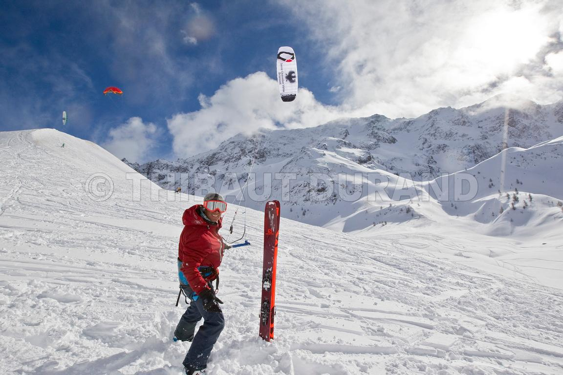 FRANCE - HAUTES ALPES - COL DU LAUTARET - SNOKITE ILLUSTRATION IMAGES -IMAGES D ILLUSTRATION DE SNOWKITE.