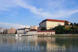 Linzer Schloss and Danube