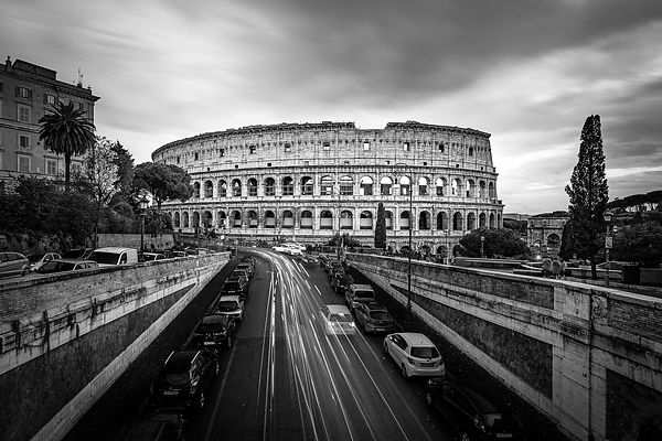 Rush hour  at the Colosseum