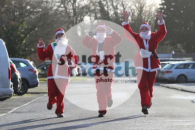 ROTAR-19-SantaFunRun-FINISH-7