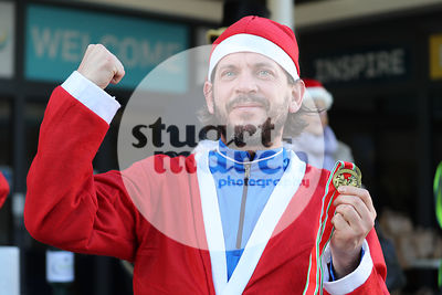 ROTAR-19-SantaFunRun-FINISH-44