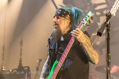 "Reginald ""Fieldy"" Arvizu, bass, Korn"