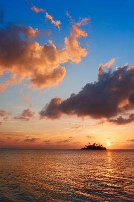 Sunrise in the tropics with palm island - Asia, Maldives, South Male Atoll, Mahaanaelhihuraa (Rihiveli) - digital - Getty ima...