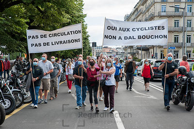 Manif. contre pistes cyclables
