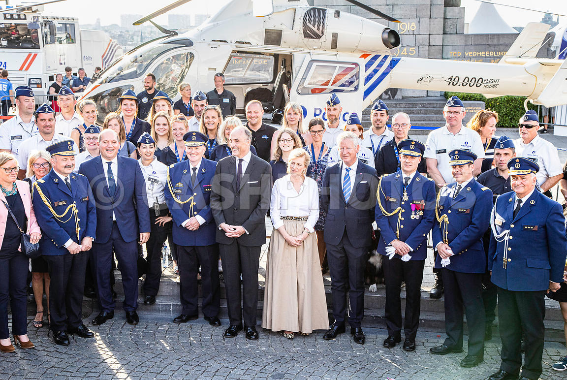 BELGIQUE : LA PRINCESSE ASTRID AU VILLAGE POLICIER APRES LE DEFILE DU 21 JUILLET | THE PRINCESS ASTRID AT THE POLICE VILLAGE ...