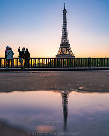 tour_eiffel_sunrise_seine_puddle_reflection_groupe_passant_japonnais_72