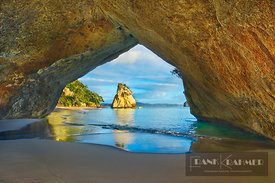 Ocean coast at Cathedral Cove with Hoho Rock - Oceania, New Zealand, North Island, Waikato, Coromandel, Hahei, Cathedral Cove...