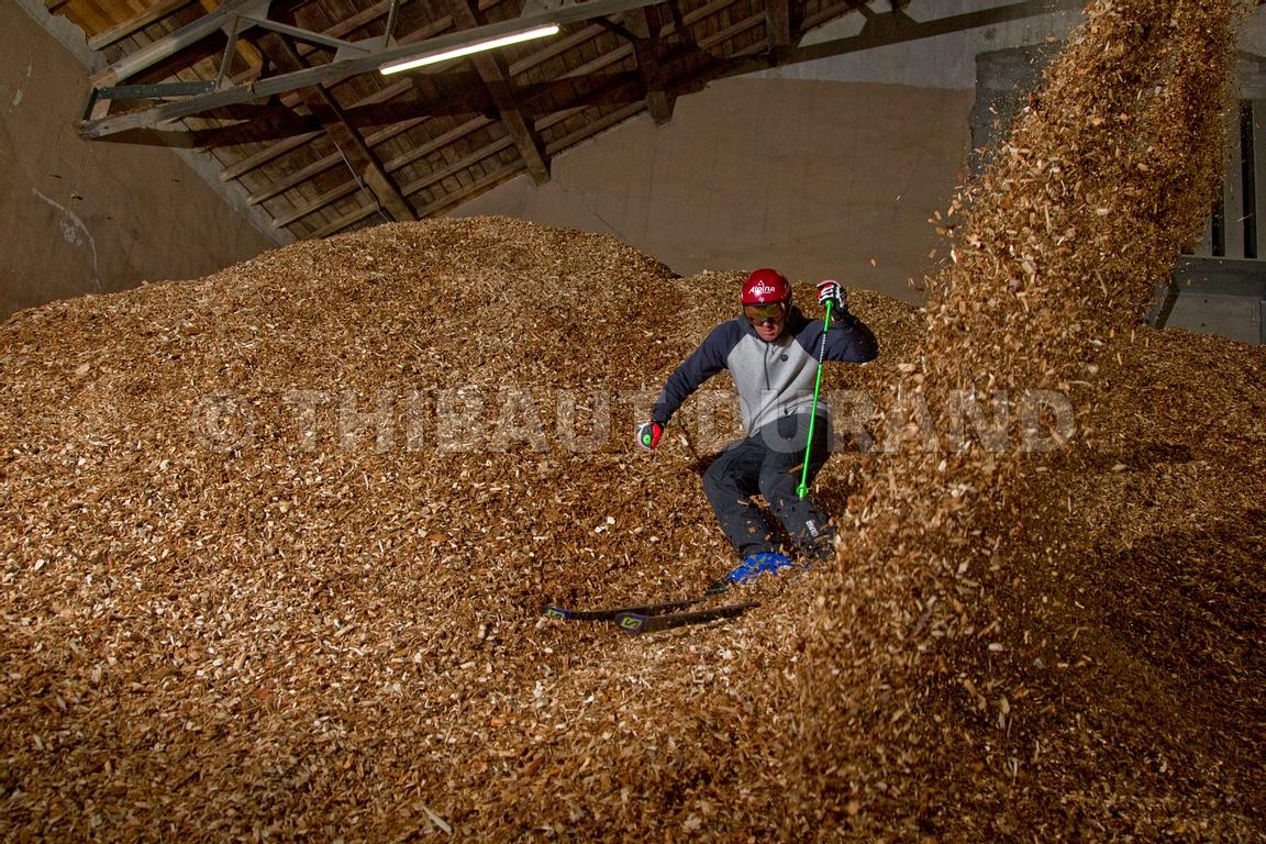 FRANCE - HAUTES ALPES -BRIANCON - THE SKIER NILS ALLEGRE ON A SLOPE OF WOOD CHIPS -  LE SKIEUR NILS ALLEGRE SUR UNE PENTE DE ...