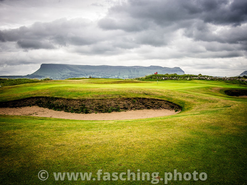 Rosses Point links Golf Course, mit Ben Bulben mountain, Sligo, Ireland
