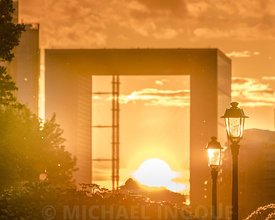 defense_henge_arche_sunset_fontaine_extra_light_building_4-5_72