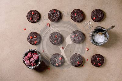 Dark chocolate salted cookies