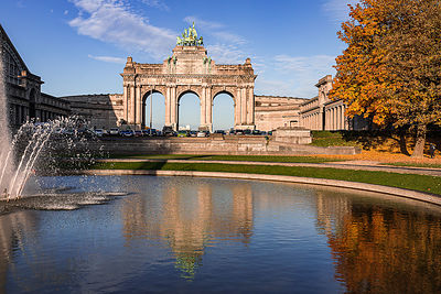 Fountain of the Cinquantenaire Parc in autumn