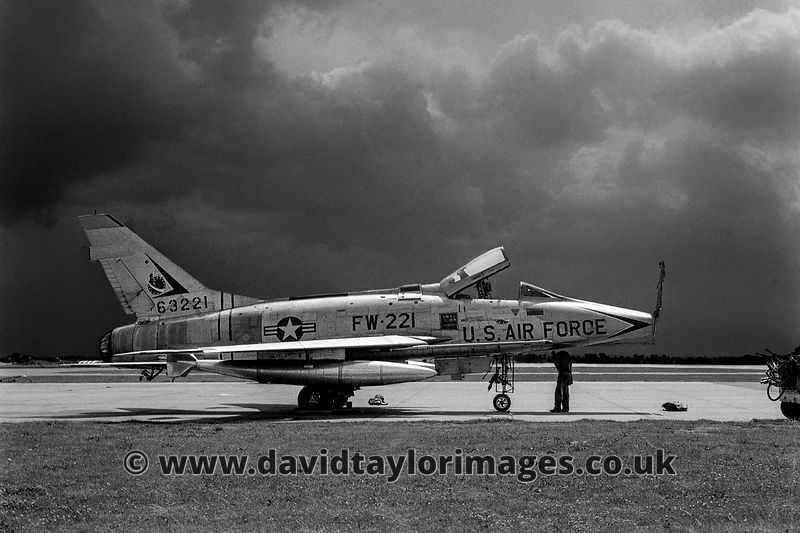 F-100D 63221 gets serviced | Lakenheath | 1960