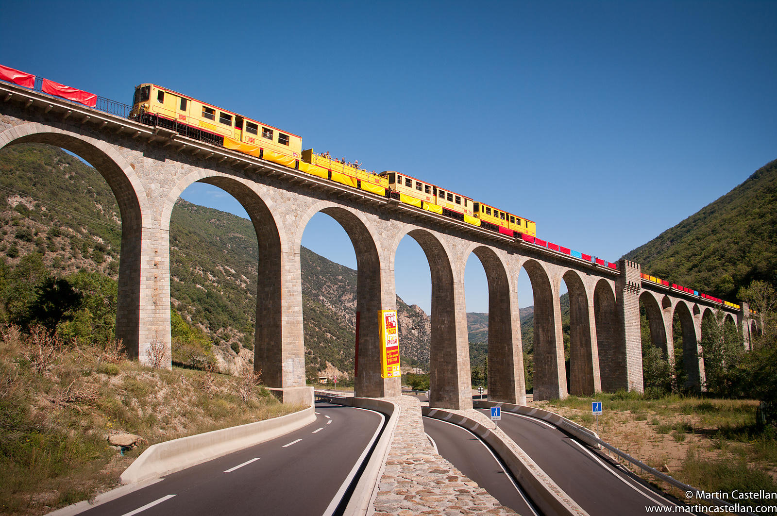 IGP5570: France, Pyrénées Orientales: The Train Jaune crosses the Pont Séjourné