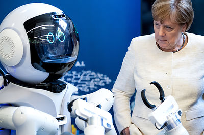 Merkel besucht Munich School of Robotics and Machine Intelligence