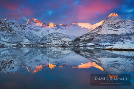 Frosty mountains at Austnesfjorden - Europe, Norway, Nordland, Lofoten, Austvagoya, Austnesfjorden (Lapland) - digital - Gett...