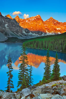 Mountain impression Moraine Lake und Valley of the Ten Peaks - North America, Canada, Alberta, Banff National Park, Moraine L...