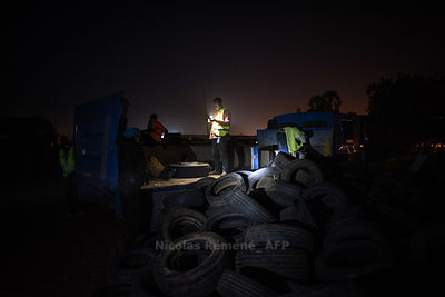 Seizure of tires following demonstrations in Niamey.