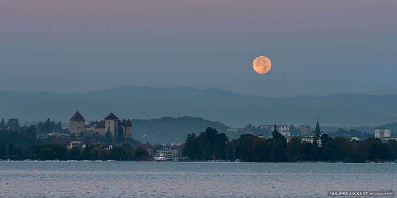 Full Moon in October - Annecy