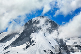 Mountain top Mount Hood in clouds - North America, USA, Oregon, Hood River, Mount Hood, east of (Cascade Range, Mount Hood Na...