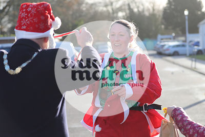 ROTAR-19-SantaFunRun-FINISH-26