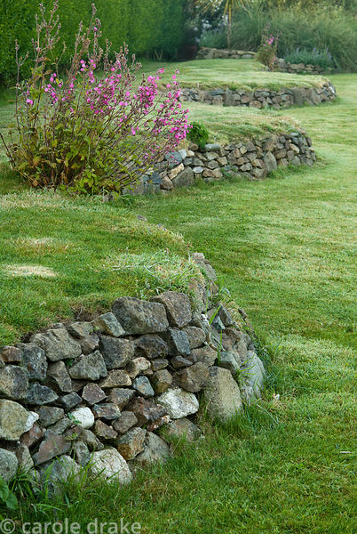 Undulating retaining wall. Ednovean Farm, Marazion, Cornwall, UK