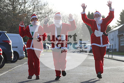 ROTAR-19-SantaFunRun-FINISH-11