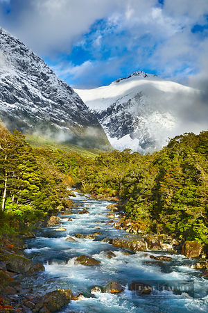 Mountain landscape am Hollyford River - Oceania, New Zealand, South Island, Southland, Fiordland, Hollyford River Valley, Hol...