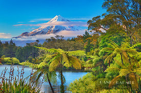 Mountain impression Taranaki (Mount Egmont) - Oceania, New Zealand, North Island, Taranaki, New Plymouth, Lake Mangamahoe (Po...