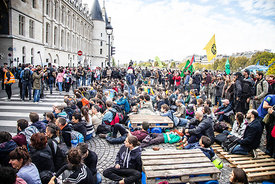 FRANCE : BLOCAGE QUARTIER DU CHATELET PAR EXTINCTION REBELLION A PARIS | BLOCKING CHATELET DISTRICT BY EXTINCTION REBELLION I...