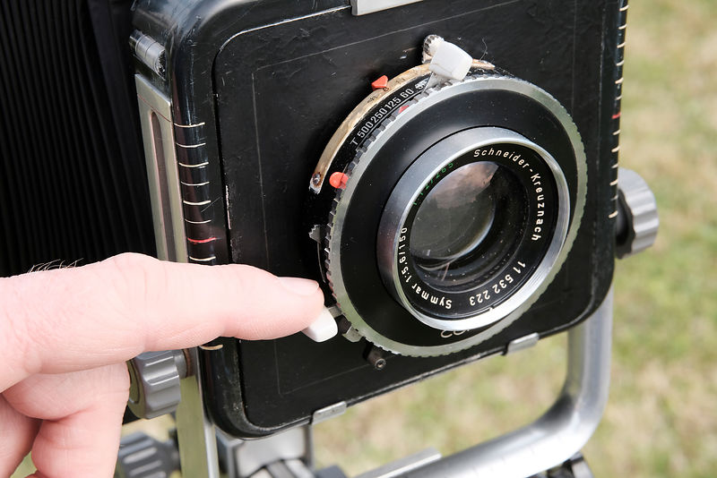 The shooting done either with a flexible shutter, or by pushing this lever gently, after having armed the shutter with the o...