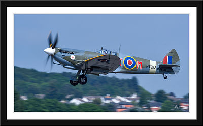 a Photo de la semaine  Lundi 20/06/2016.Les 50 ans de l'Air Squadron : Spitfire Supermarine MK VIII de l'Air Squadron survola...