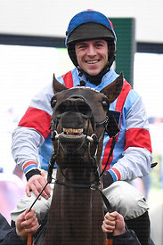 Simply_The_Betts_winners_enclosure_25012020-7