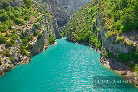 Canyon landscape at the mouth of Verdon - Europe, France, Provence-Alpes-Cote d'Azur, Alpes de Haute Provence, Digne-les-Bain...