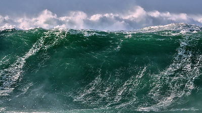 photos of spectacular waves in brittany