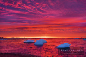 Sunrise impression with drift ice in ocean - Europe, Iceland, Eastern Region, Jökulsarlon (Vatnajökull National Park) - digital