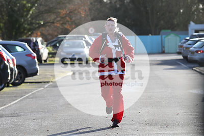 ROTAR-19-SantaFunRun-FINISH-45