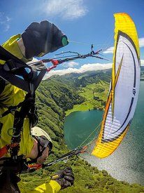 Wing over in Sete Cidades