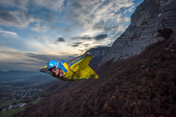 Flashing the WingSuit with Guillaume Galvani
