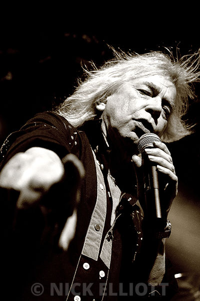 Bob Catley performing live with Magnum