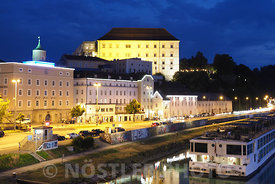 Night view of Castle Linz