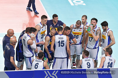 Gianlorenzo BLENGINI, Head Coach of Italy, speaks to his players, before the match
