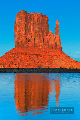 Erosion landscape in Monument Valley - North America, USA, Arizona, Coconino, Monument Valley, The Mittens (Colorado Plateau)...