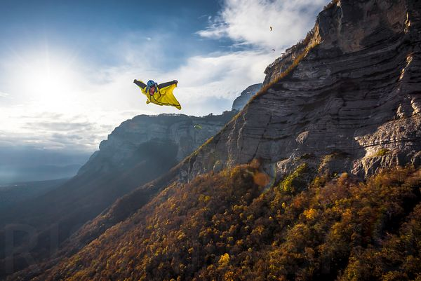 Wingsuit, smile and flash with Guillaume Galvani