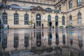 bibliotheque_richelieu_immeuble_puddle_reflection_passant_72