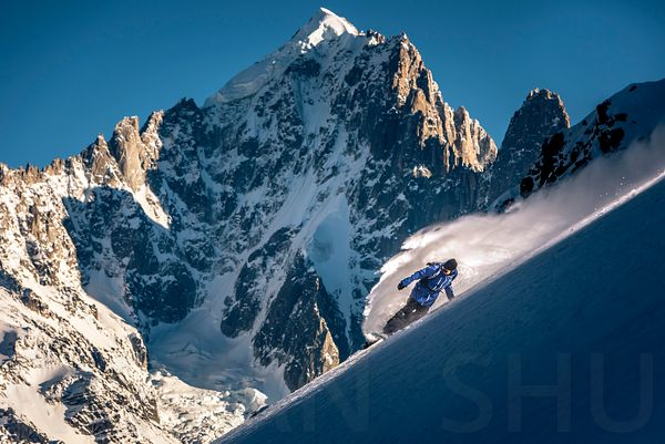 Having a powder blast in front of Aiguille Verte with Fabian Bodet