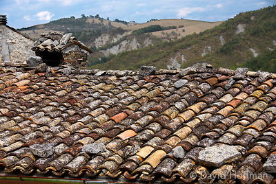 070911-21_Majella_044 Old Roman tiled roof in Castelli, a town in the province of L'Aquila, Abruzzo, Italy.