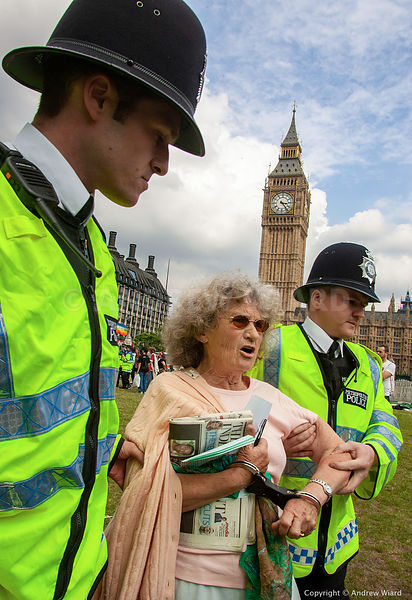 England, UK .1.8. 2005. London. Brian Haw and first arrests under the exclusion order for the area around Parliament under th...