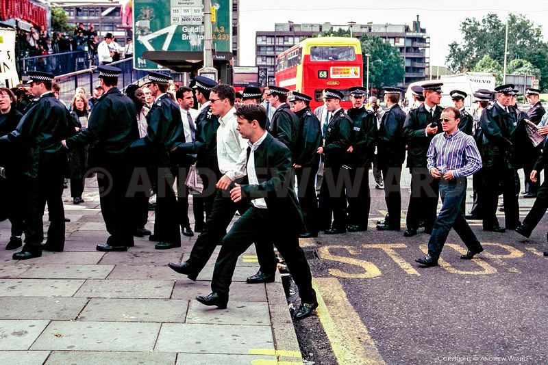 England, U . 30.6.1998. London. Stephen Lawrence murder suspects arrive at the public inquiry headed by Sir William Macpherso...